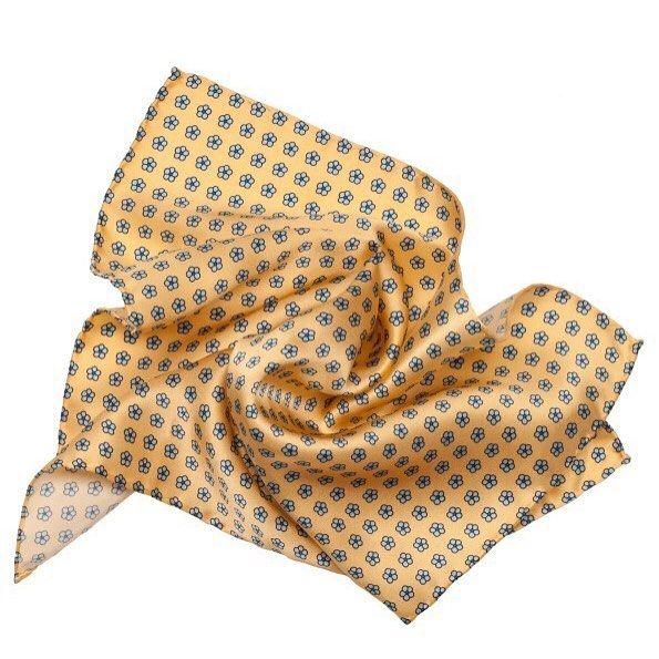 Подбирая костюм и аксессуары для работы ни в коем случае не забудьте о такой обязательной детали как платок паше. Именно для него был создан нагрудный карман пиджака. Еще больше выбора карманных платков и галстуков на нашем интернет магазине www.uomo.ru  #uomocollezioni #uomostyle #uomoguide #madeinitaly