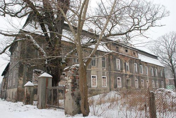szlaki i bezdroża: Zbrosławice zamek nad Dramą