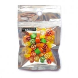 * * * SPOTLIGHT PIECE * * *  Papabubble citrus mix - Hou je van fris-zuur? Dan is dit zakje helemaal speciaal voor jou gemaakt. De kunstige handgemaakte snoepjes smaken afwisselend naar citroen, lime, sinaasappel en grapefruit. Het kenmerkende Papabubble zakje is 11 x 17 cm groot en gevuld met 60 gram snoep. Bestel hier >>>