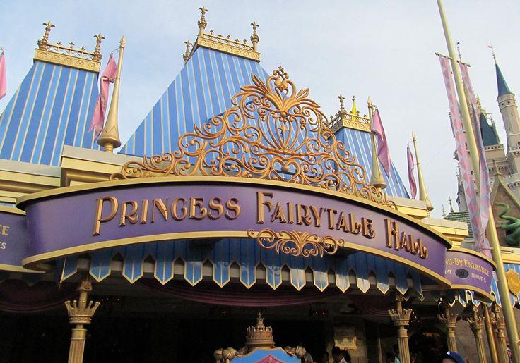 Le Princess Fairytale Hall de Walt Disney World situé dans la section FantasyLand du parc Magic Kingdom est l'endroit parfait pour rencontrer plusieurs princesses Disney. Vous pourrez prendre…