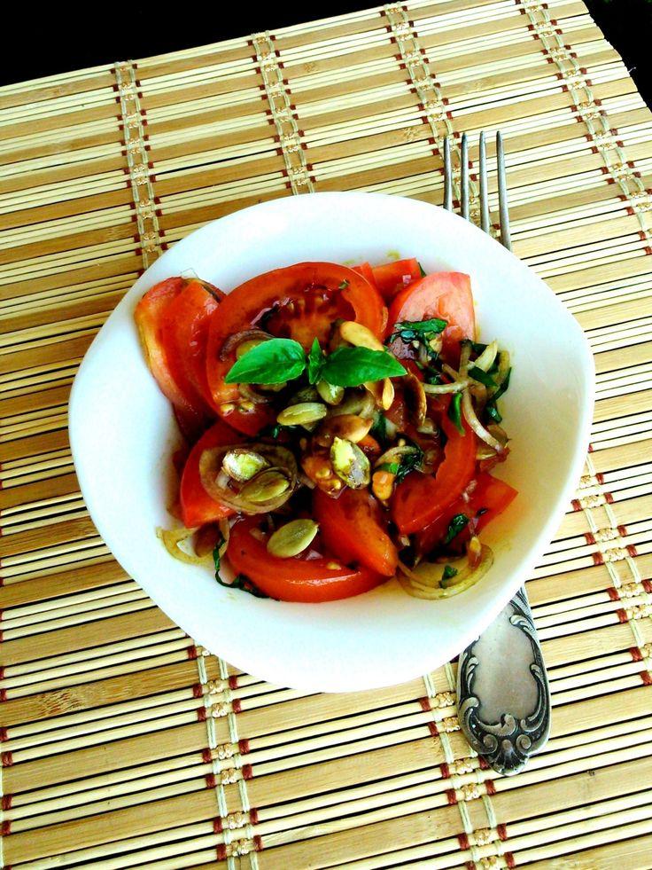 Duplán tökmagos paradicsomsaláta - Tomato salad with pumpkin seed and pumpkin seed oil