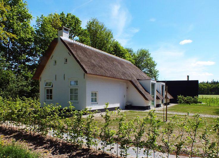 door studioNEP ontworpen uitbreiding en verbouwing van een koloniehuis in de Pol. De houten uitbouw is voorzien van houten delen.