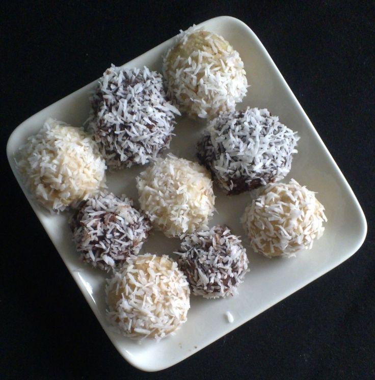 Coconut Balls with Almonds and White Chocolate http://umlimaomeiolimao.wordpress.com/