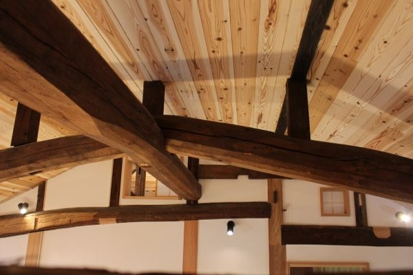高島の古民家リノベ 既存の天井を撤去したことで見えてきた ずっと