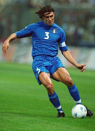Paolo Maldini. Tanto como central como marcador izquierdo, una fiera, un fuera de serie