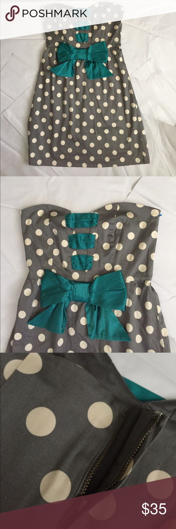 Judith March Dress! Judith March Gray polka dot sweetheart dress! Strapless with zipper in the back! Pretty satin teal green bow in the front! Size Large! 31 inches long. Bust measuring across the front 17 inches. Gently used condition! Great find for sure! Judith March Dresses Strapless