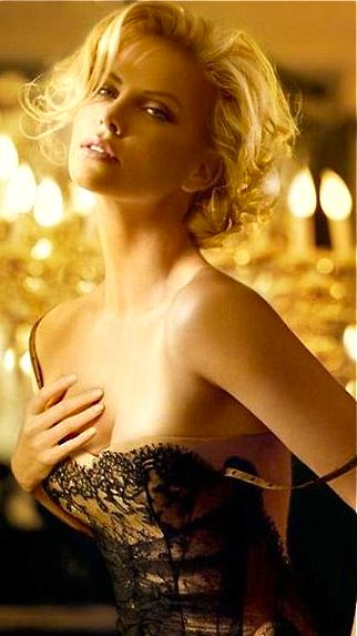 LOVE Charlize Theron's classic elegance!