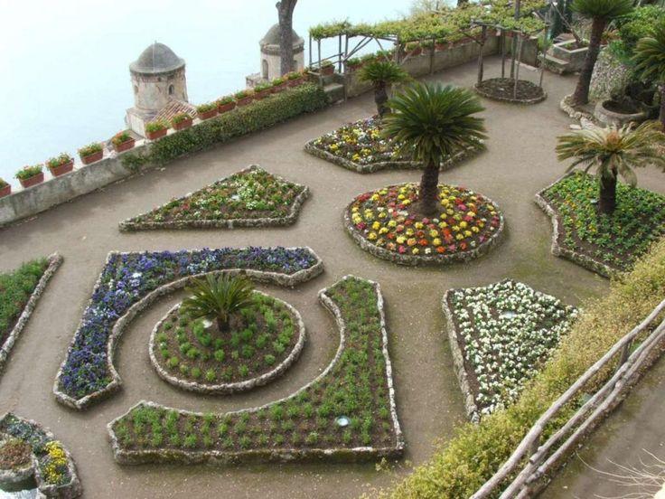 Aiuole fiorite a Villa Rufolo