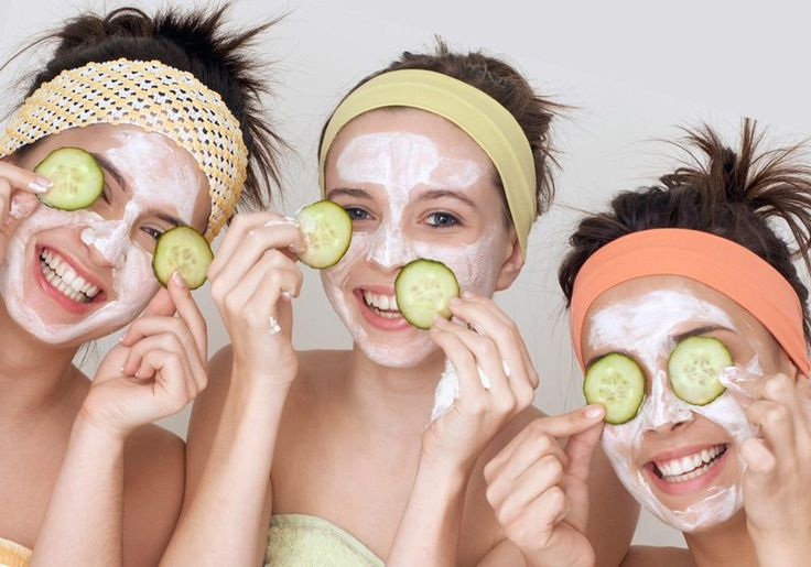 It's a constant in our salads, but also a common element in our skin care products. Why? We've narrowed it all down – Here's 5 reasons why cucumber is great for your skin.            1. MOISTURE BOOST  Good news all for all moisture...
