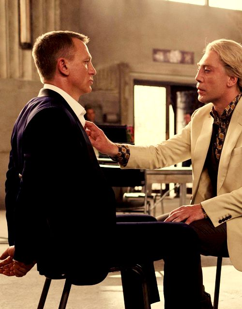Daniel Craig (James Bond) and Javier Bardem (Silva) in Skyfall