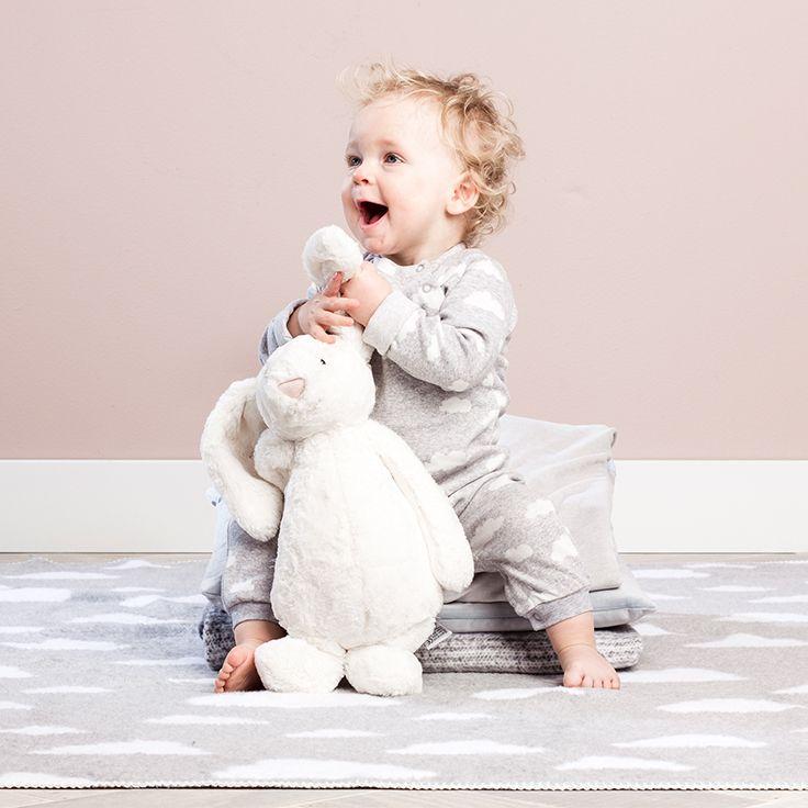 Weet je nog niet of je een jongetje of een meisje krijgt? Een schattige grijze outfit is de ideale unisex optie. #baby #zwanger #fashion #outfit #newborn
