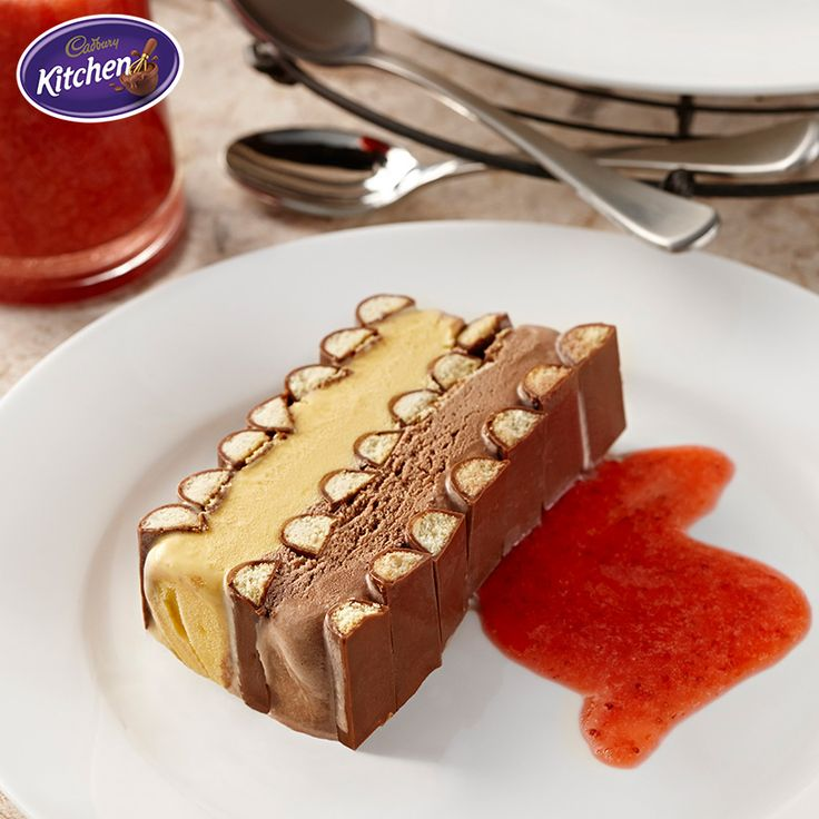 Vanilla and strawberries are always a great combination and this impressive and delicious #Chocolate Finger Ice Cream Terrine capture both flavours perfectly! Give it a try one balmy spring evening. #Cadbury  #tart recipe #dessert #dessertrecipes #spring #springbaking #bakinginspiration