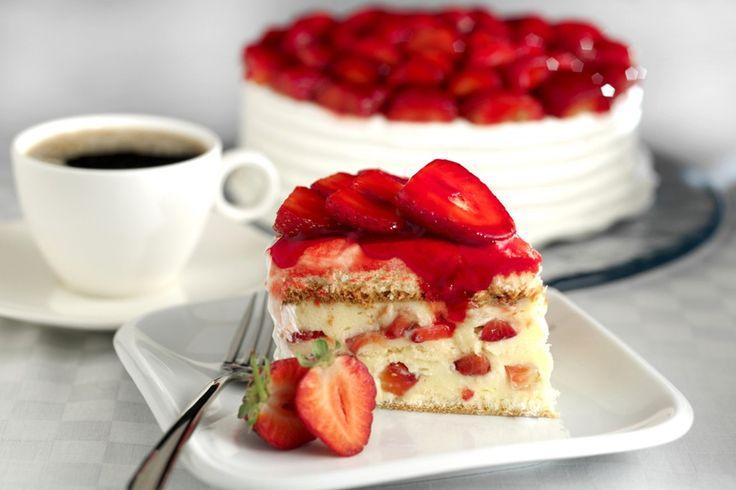 """La recette: Un fraisier pour un anniversaire, via le site """"Les Recettes de ma Mère"""" (chantilly,dessert,fraise,fraisier,gateaux,génoise).  http://lesrecettesdemamere.net/recette/fraisier-pour-gateau-anniversaire/"""