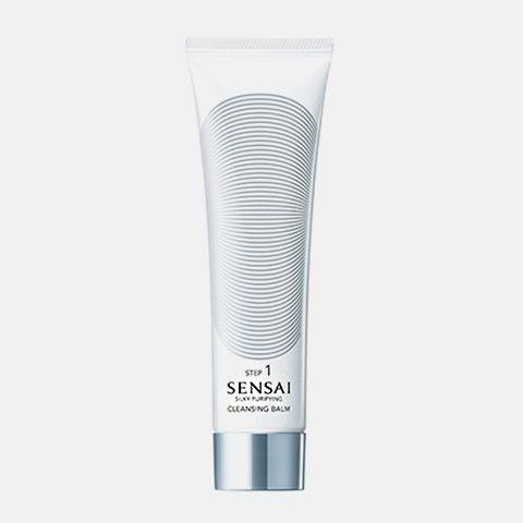 Limpieza : SENSAI SILKY PURIFYING: Cleasing Balm Un suave bálsamo antigoteo que se extiende fácilmente, tranformándose en aceite al contato con la piel, eliminando totalmente cualquier resto de maqullaje y preservando la hidratación de la piel. Aplicar por la noche . Realizar un suave masaje sobre la piel y aclarar bien