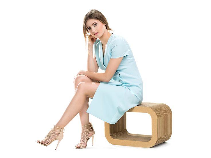 Miętowa sukienka zapinana na guziki. Minty buttoned dress.