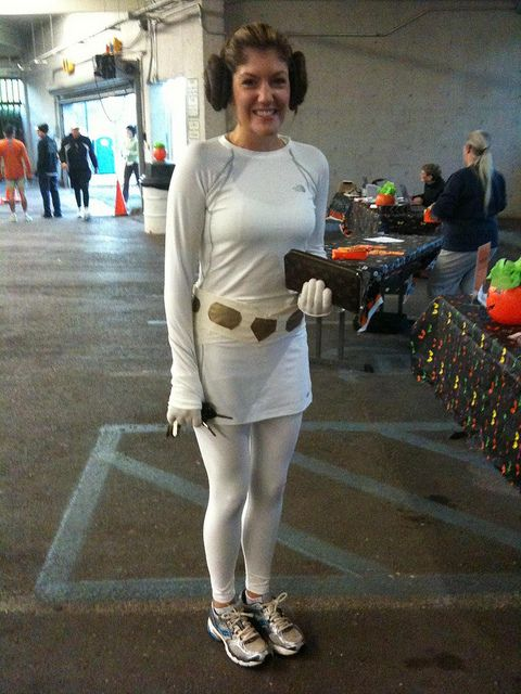 Love this Princess Leia running costume.  I have the belt and wig, I just need the shirt!
