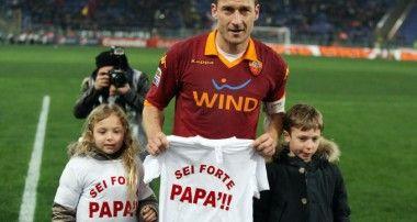 Cristian Totti provino per i pulcini della Roma.