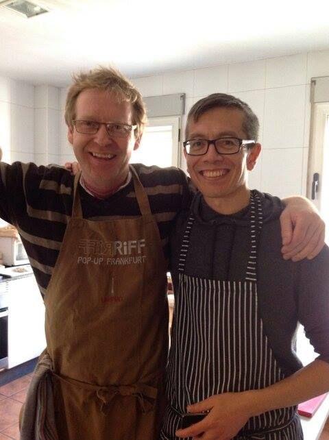 Con el Restaurante Riff en las #jornadasAMBIT, la cocina solidaria siempre sabe mejor  — en Valencia con Bernd H. Knöller y Stephen Anderson.