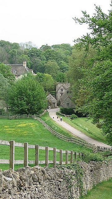 Bibury - windy path (via A Different Place  Time)