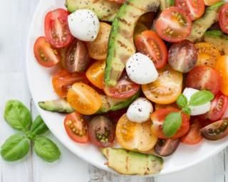 Salade méditerranéenne minceur pour plateau télé ensoleillé : http://www.fourchette-et-bikini.fr/recettes/recettes-minceur/salade-mediterraneenne-minceur-pour-plateau-tele-ensoleille.html