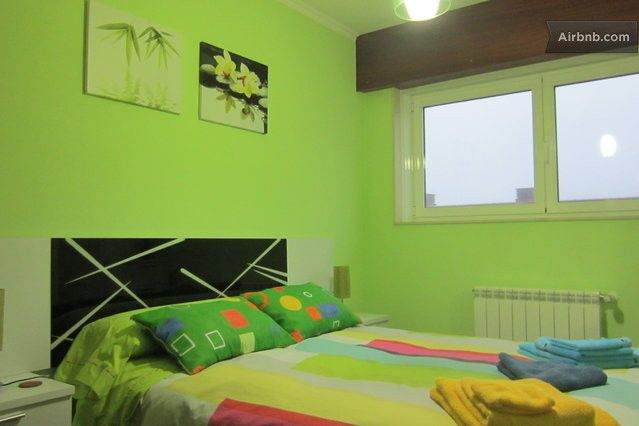 Private room with double bed in a semidetached house in a new residencial area in a quite and safe neighborhood with the urban bus stop next...
