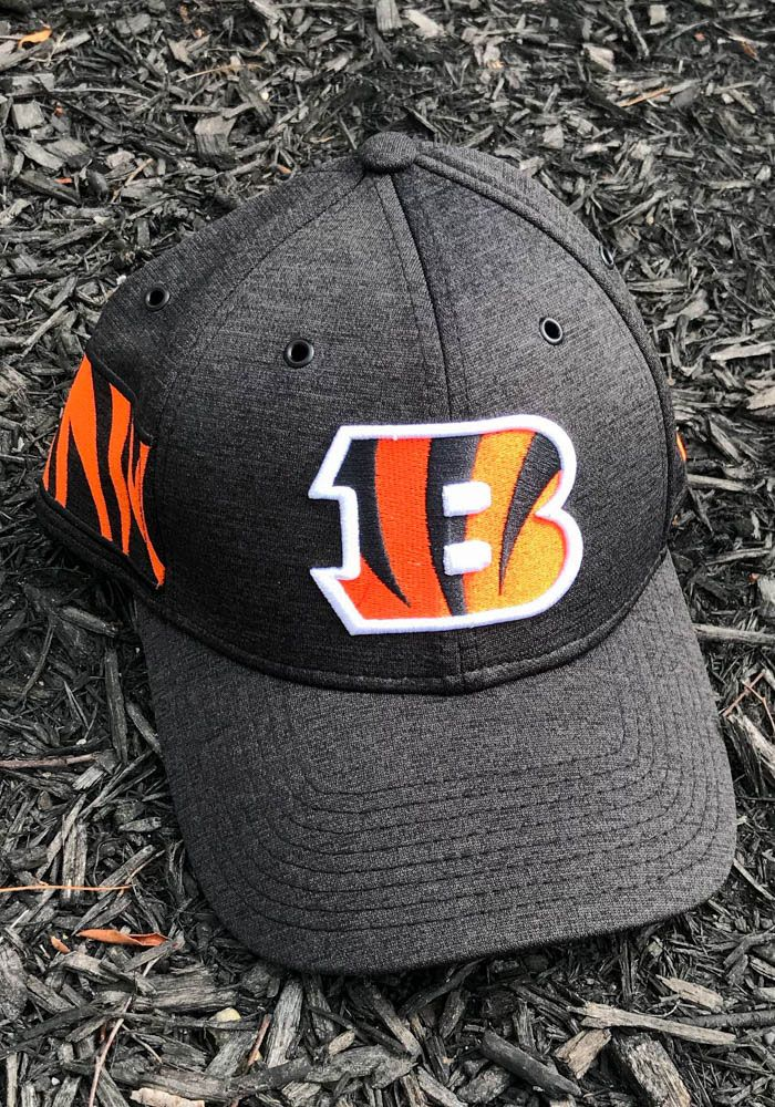 quality design 44c39 fb25e New Era Cincinnati Bengals Mens Black NFL18 Official Sideline Home 39THIRTY  Flex Hat