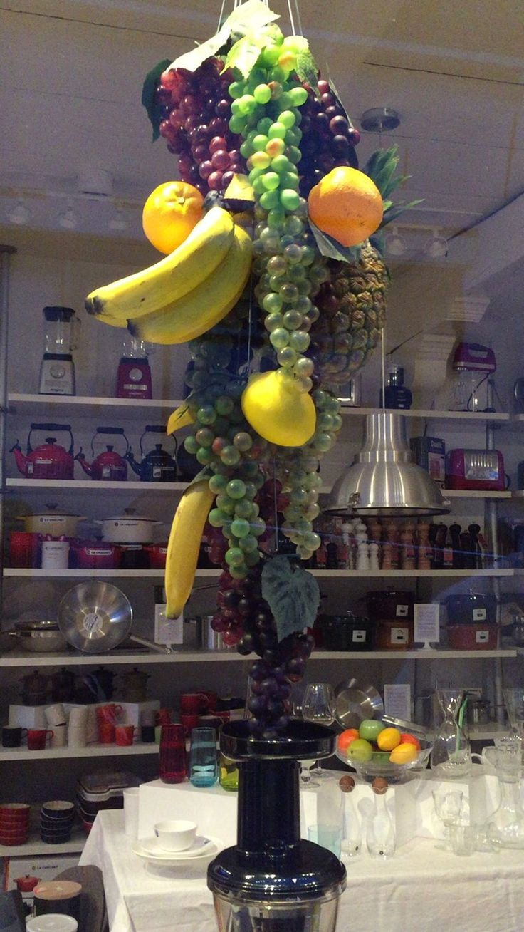 Detail Window Display with rotating fruits above a Slow Juicer for De Leuke Keuken in Edam the Netherlands.  By Man-Made Design Amsterdam.