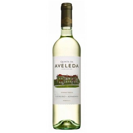 Quinta da Aveleda is the ideal choice to accompany refined salads comprising seafood, goat cheese-based starters and dishes made from white meats such as turkey or chicken. It must be drunk very cold at a temperature of 8 to 10ºC #bossbabe vinhoverde#verdewine#minho#youngwine#aveleda#