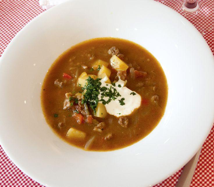 An einem kalten Winterabend schmeckt diese Suppe besonders gut. Aber eigentlich ist sie ein guter Begleiter zu jeder Zeit.