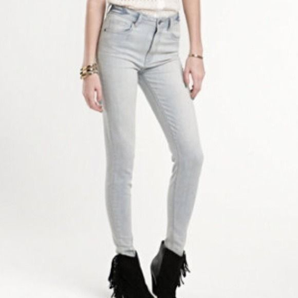 Kendall & Kylie Jenner Jeans Light wash Kendall and Kylie Jenner high waisted jeans- good condition. Feel free to make reasonable offers! PacSun Jeans