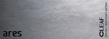 Inspirowana surowością industrialnych przestrzeni struktura Cleaf Ares to idealna esencja współczesnej architektury oraz trendu w projektowaniu wnętrz przy wykorzystaniu ascetycznych materiałów jak np. beton. Szorstkość, którą czujemy dotykając powierzchni płyty, zostaje uwypuklona przez światło, które współgra z surowością płyty dając zaskakujące efekty wizualne. więcej: http://www.forner.pl/pl/cleaf-ares-struktura-z-kolekcji-forner-59-cleaf