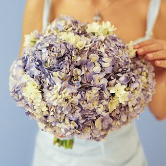 Looking for a soft purple hydrangea wedding bouquet, this one is lovely