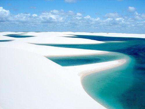 Lençóis Maranhenses:  o parque dos Lençóis no Maranhão não é apenas um dos lugares mais lindos do Brasil, mas do mundo também, com certeza. É como se fosse o deserto com incríveis piscinas naturais. Fantástico!