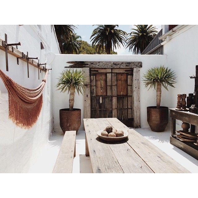 Dream courtyard ~ #islandluxe #bangalow Sunday floating  #Padgram