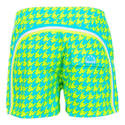 YELLOW MID-LENGTH SWIM SHORTS WITH HOUNDSTOOTH PATTERN AND RAINBOW BANDS Yellow polyester low rise Boardshorts with contrast Houndstooth print and featuring the three classic rainbow bands on the back. Fixed waistband with adjustable drawstring and Velcro closure. Back Velcro pocket with Sundek logo detailing. COMPOSITION: 100% POLYESTER. Model wears size 32 he is 189 cm tall and weighs 86 Kg.