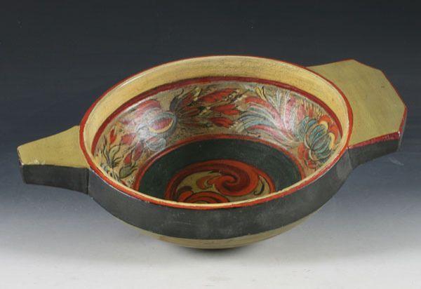 Trøys 17/1800 tallet, m/nyere rosemaling. L: 35 cm. Prisantydning: ( 1500 - 2000) Solgt for: 900
