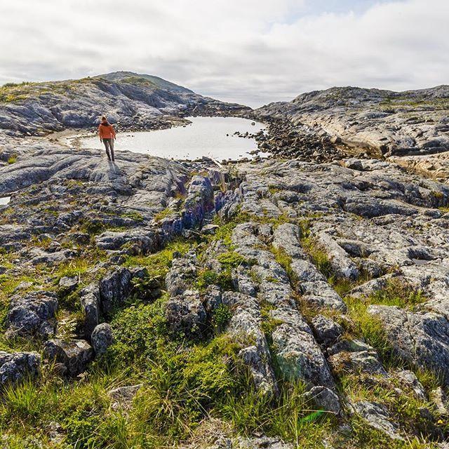 NORWEGEN 2017  #norwegen #norway #girl #landscape #ocean #scandinavia #skandinavien #landschaft #landschaftsfotografie #allone #girl #nature #naturephotography #travel #travelphotography #goldenhour #goldenestunde #landscapephotography #freshcolours