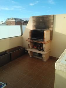 Located in Corralejo, this apartment features a terrace. The property boasts views of the sea and is 7 km from El Burro Beach.2bed rooms