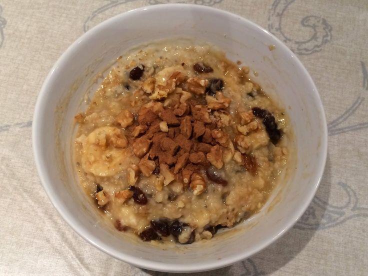 Porridge mit Rosinen und weiterem Topping war das Frühstück von Dani.  http://my-vegan-luxembourg.blogspot.de/2014/11/vegan-wednesday-118.html