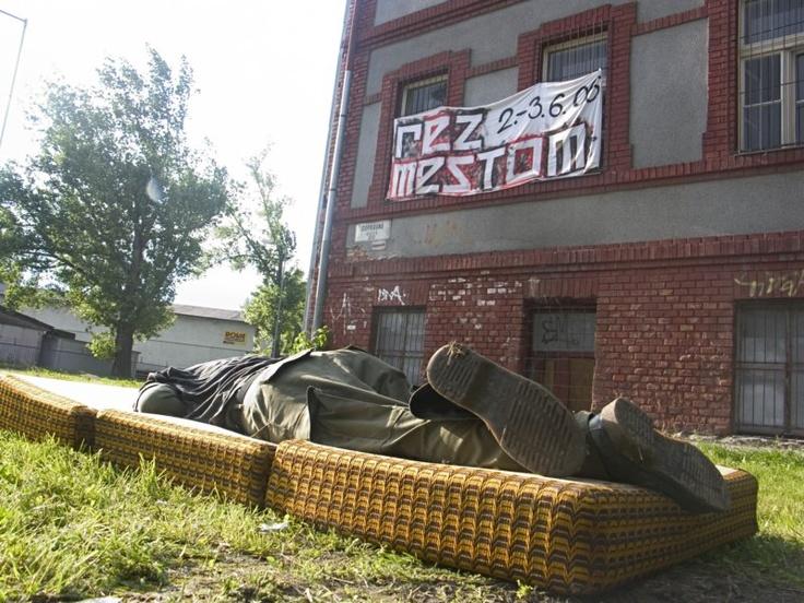 Rez Mestom, festival mestskej kultúry  1.-4.6.2006, Kasárne vlakových čiat ŽSR, Rendez (Rača)  Dopravná 1, Bratislava
