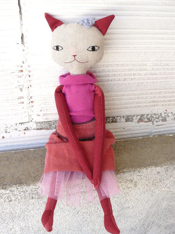 Muñeca gata de lino y algodón con pelo de lana de AntonAntonThings en Etsy