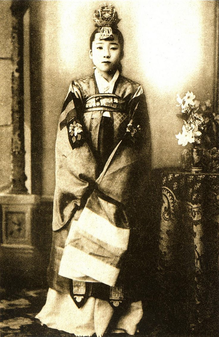 20世紀初頭、朝鮮で撮影された妓生(キーセン、きしょう)の写真。