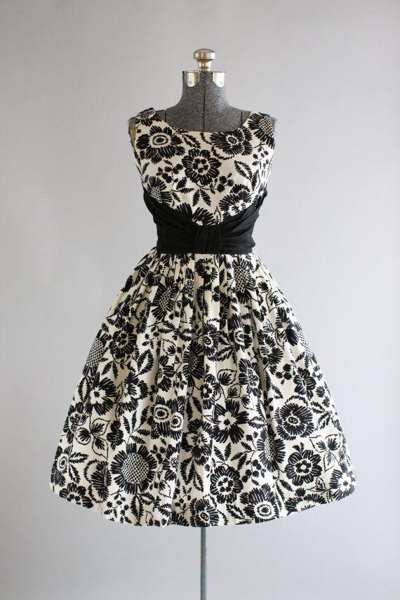Vintage 1950s Dress / 50s Cotton Dress / Black and White Floral Dress w/ Ruched Waist M