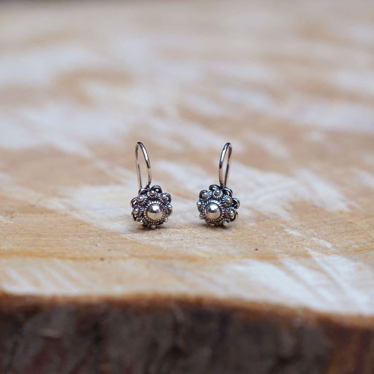 Zeeuwse knoop oorbelletjes ZILVER   Zeeuwse knop oorbellen   BEADLE Kralen, sieraden, workshops & wonen