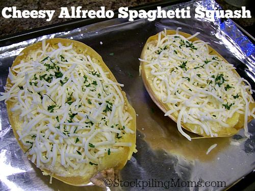 Cheesy Alfredo Spaghetti Squash is delicious and healthy! #vegetarian #healthy