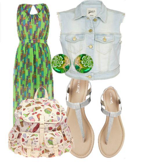 Зеленое платье с джинсовой жилеткой, рюкзаком с принтом, серебристые сандалии и круглые зеленые сережки