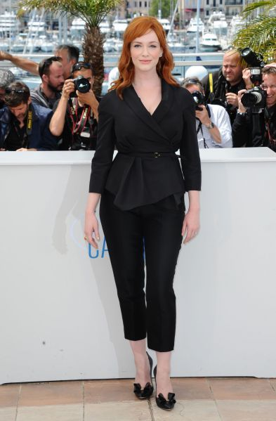 Christina Hendricks à Cannes, classe et élégante en total look noir