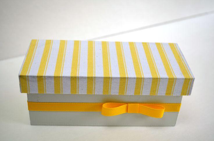 "Favor box 11 Size: 6""x2 3/8""x2 3/8"""
