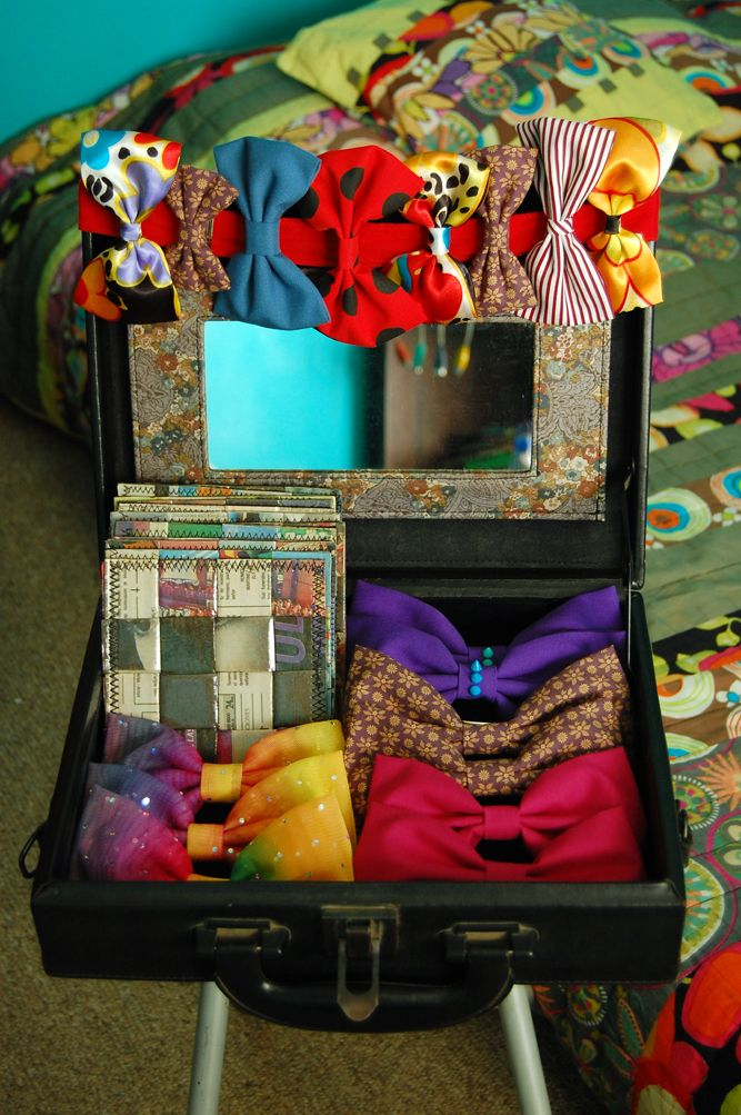 first day of my itinerant suitcase store <3