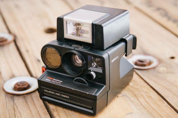 Cámara instantánea Polaroid Sonar Autofocus 5000 de finales de los años 70.